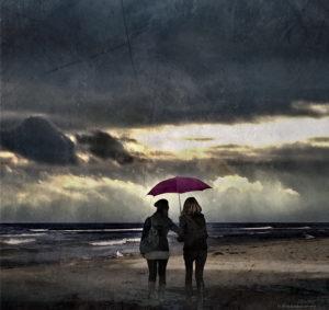 傘をさす女性2人