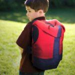 自閉症の子供向けの体を締め付けるバックパックが開発される